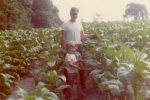 larry-with-kids-on-the-chanda-tobacco-farm